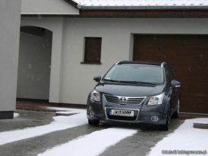 elektryczne ogrzewanie podjazdu do garażu